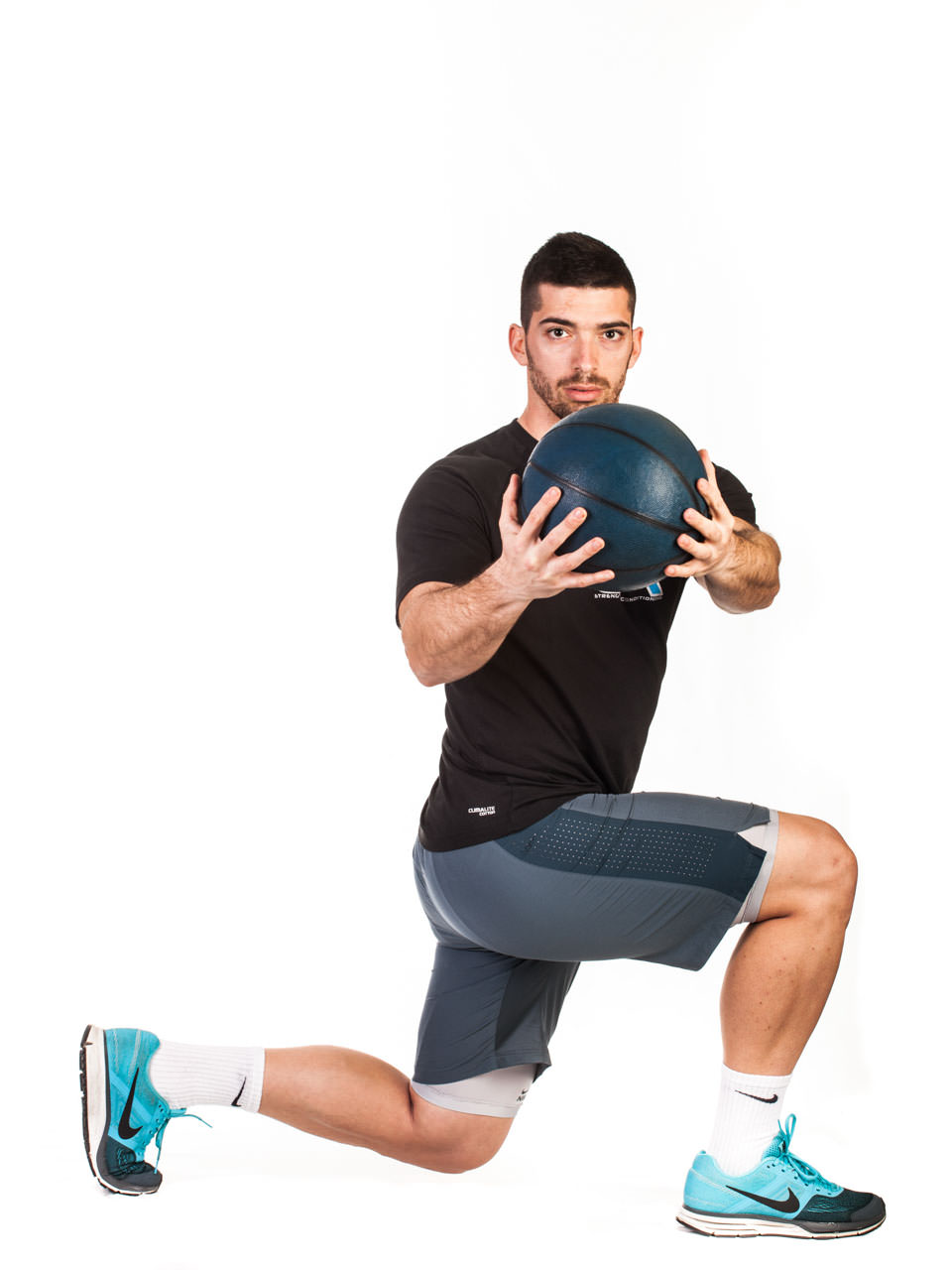 Medicine Ball Lunge with Torso Rotation frame #3
