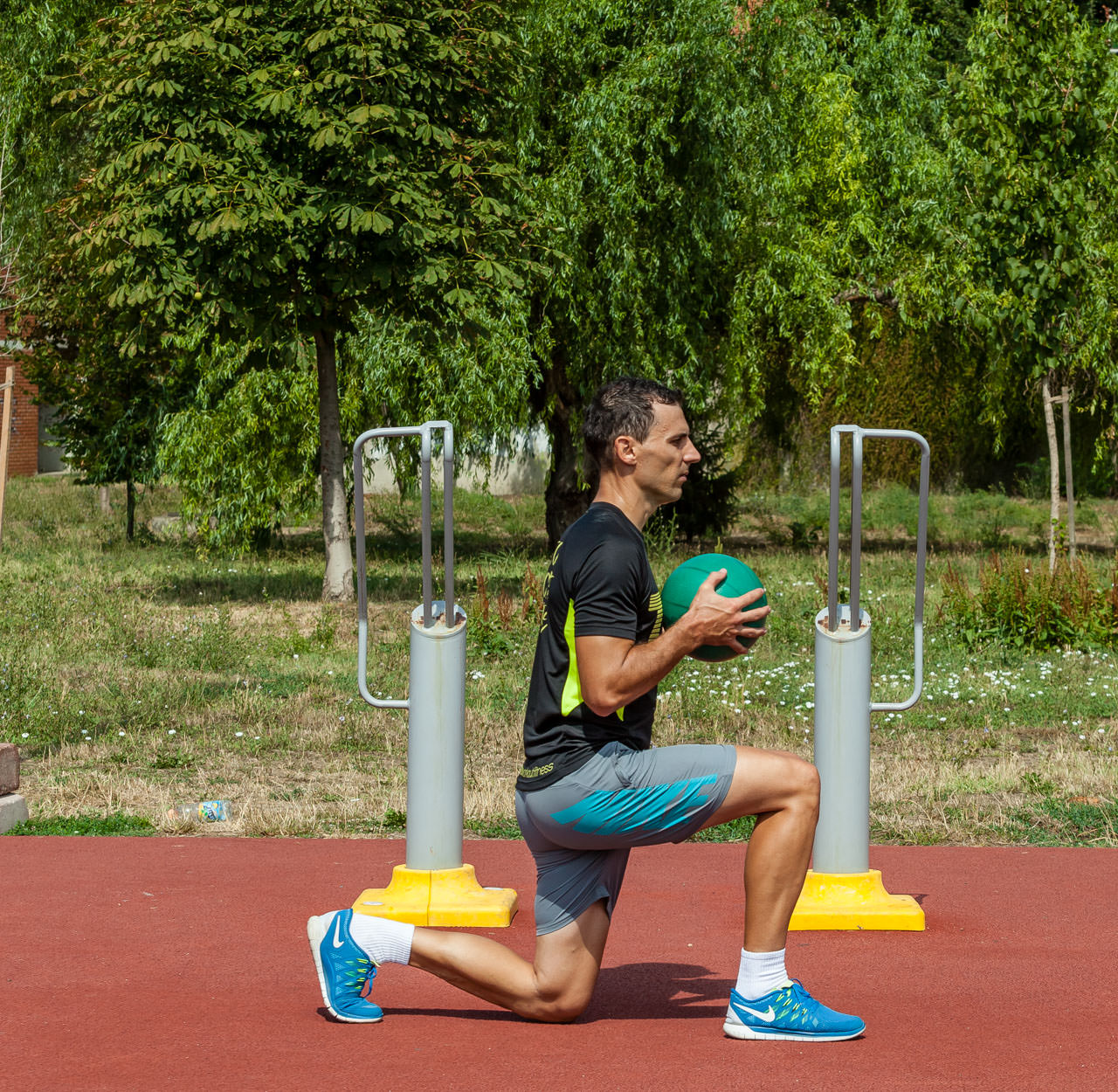 Medicine Ball Jumping Lunges frame #1