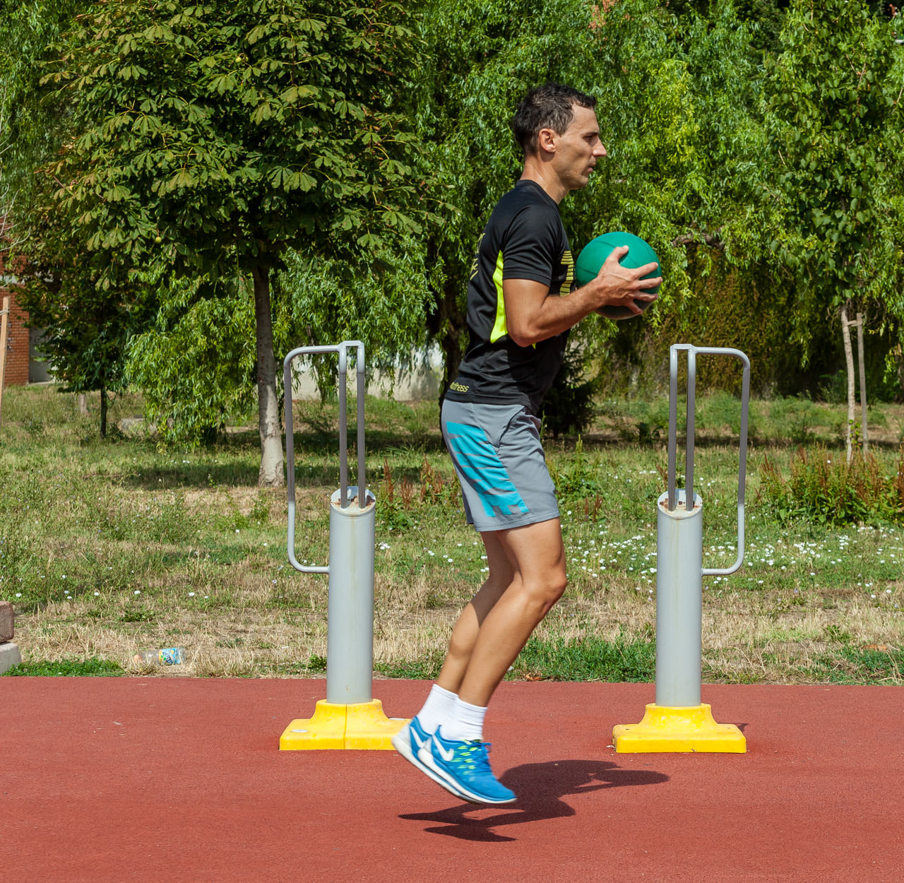 Medicine Ball Jumping Lunges frame #2
