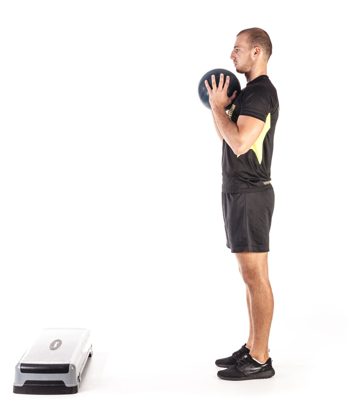 Medicine Ball Step Forward Lunge frame #3