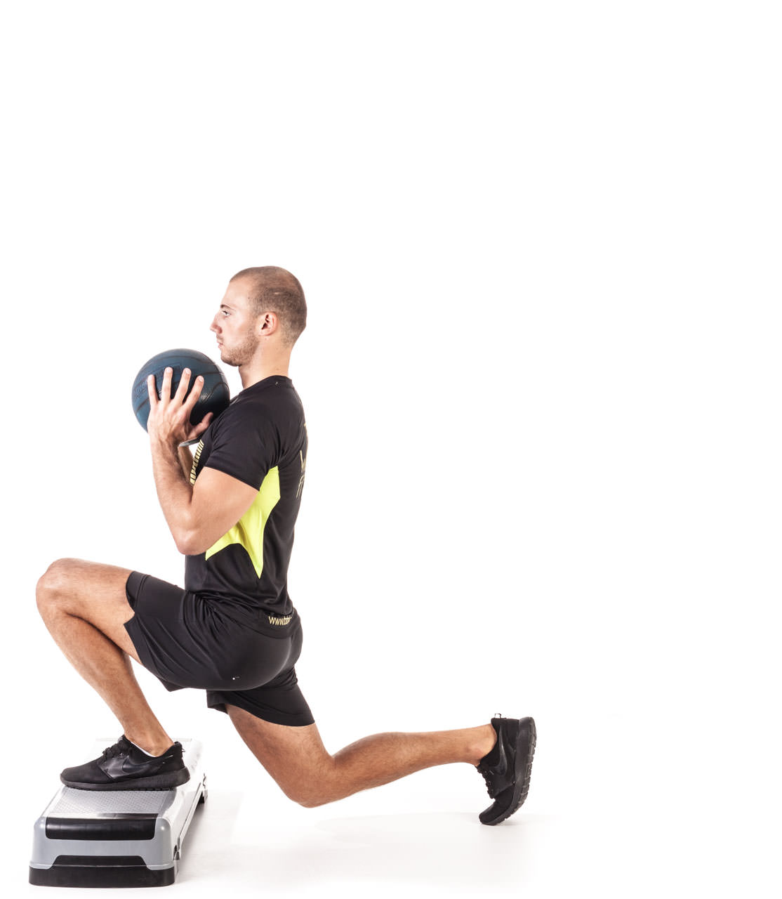 Medicine Ball Step Forward Lunge frame #4